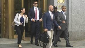 Dos antiguos managers de ventas de Insys salen de la corte neoyorquina el pasado verano.