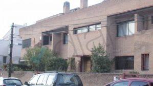 Fachada del chalé ubicado en Aravaca (Madrid), y que supuestamente era una base operativa del CESID. (Foto: OKDIARIO)