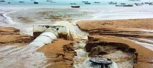 Aguas fecales vertidas en la playa