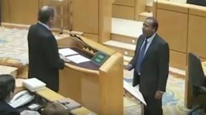 Juramento en el Senado de Robert Masih i Nahar. Ya está bien de burlas a España.