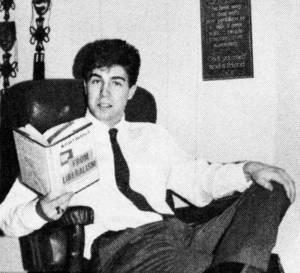 """Neil Gorsuch leyendo el libro """"Hartos del liberalismo"""", de William F. Buckley, un clásico del movimiento conservador"""