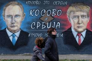 Un mural de Donald Trump y Vladimir Putin en Serbia.